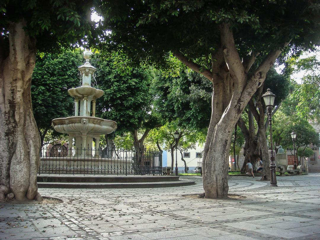 20100828-Fuente_de_la_Plaza_del_Adelantado_San_Cristóbal_de_La_Laguna,_Tenerife