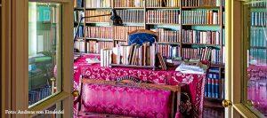 Die Bibliothek im Haus von Jane Ross am Gardasee